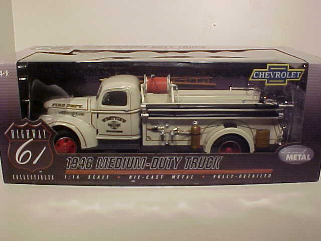 1946 CHEVY TRUCK MEDIUM DUTY 1/16 FIRE TRUCK