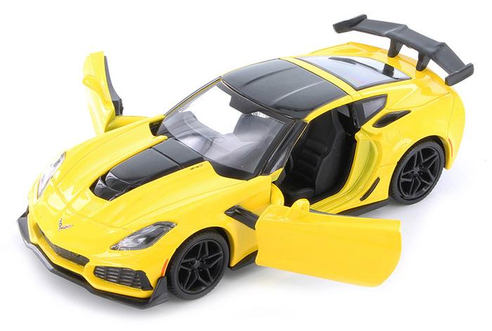 2005 Chevy Corvette C6 Hardtop Die-cast Car 1:24 Motormax 8 inch Red